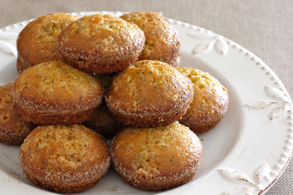 Lemon Poppyseed Amish Friendship Bread Muffins ♥ www.friendshipbreadkitchen.com