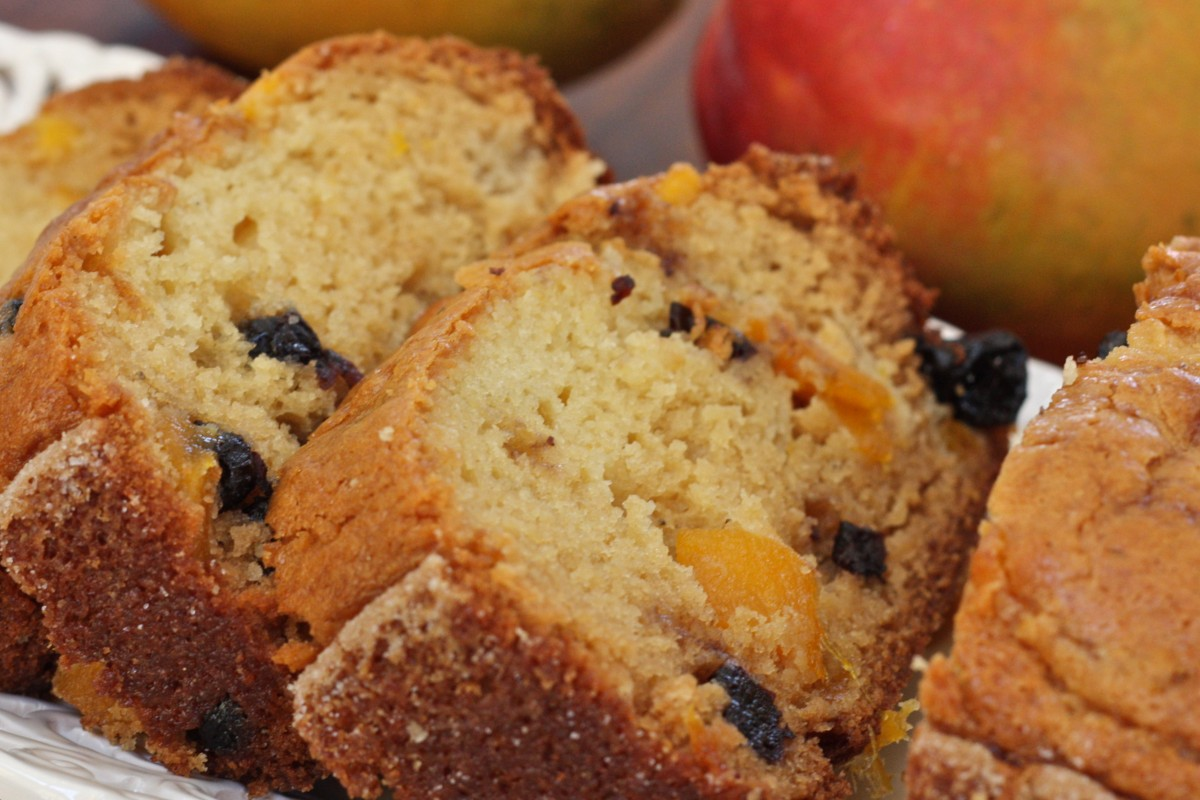 Blueberry Mango Amish Friendship Bread ♥ friendshipbreadkitchen.com