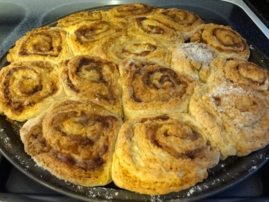 Amish Friendship Bread Cinnamon Rolls by Heather Preuss ♥ https://www.friendshipbreadkitchen.com