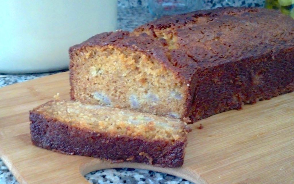 Banana Amish Friendship Bread by Gwen Campbell ♥ friendshipbreadkitchen.com