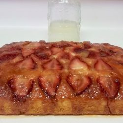 Potato Flake Strawberry Upside Down Amish Friendship Bread Cake | friendshipbreadkitchen.com