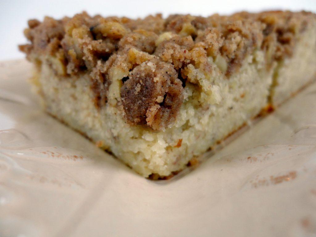 Amish Friendship Bread Banana Vanilla Chai Coffee Cake by Veronica Miller | friendshipbreadkitchen.com