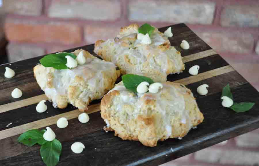 Mint Glaze for Amish Friendship Bread by Cheryl Wilson | friendshipbreadkitchen.com
