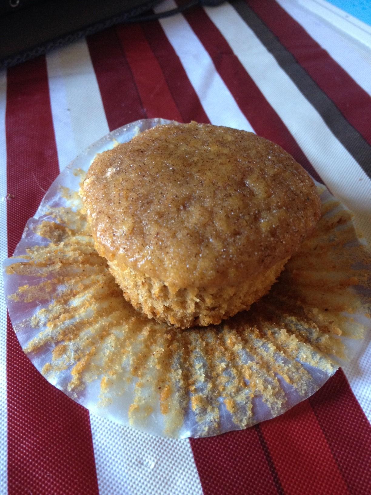 Apple Cinnamon Spice Amish Friendship Bread Muffin by Catie LaRocca | friendshipbreadkitchen.com