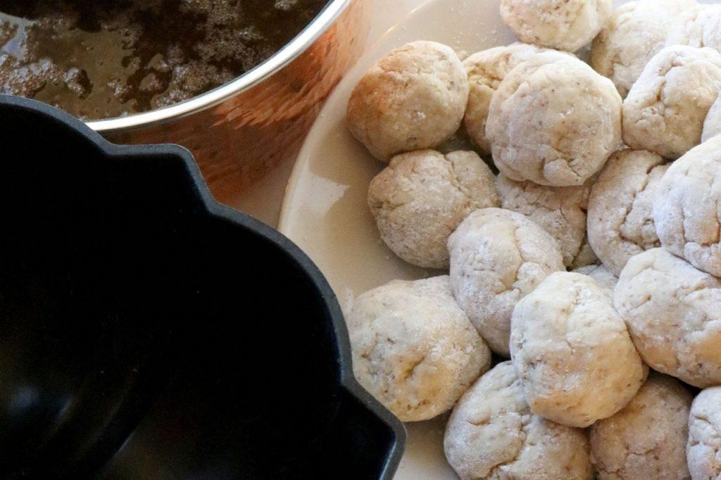 Amish Friendship Bread Monkey Bread dough balls | friendshipbreadkitchen.com